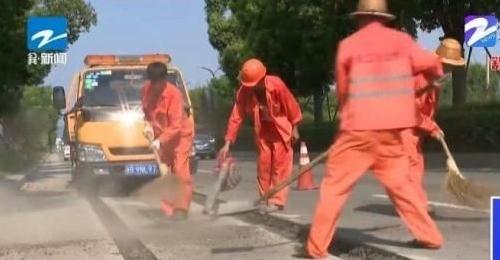 宁海:高温下的公路人 坚守在一线