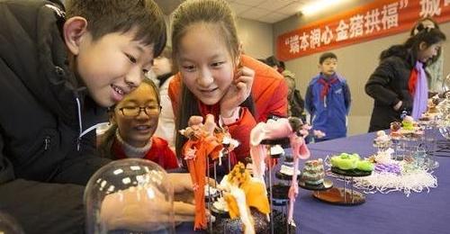 太阳城娱乐城最萌寒假作业:千件福猪作品迎开学(图)