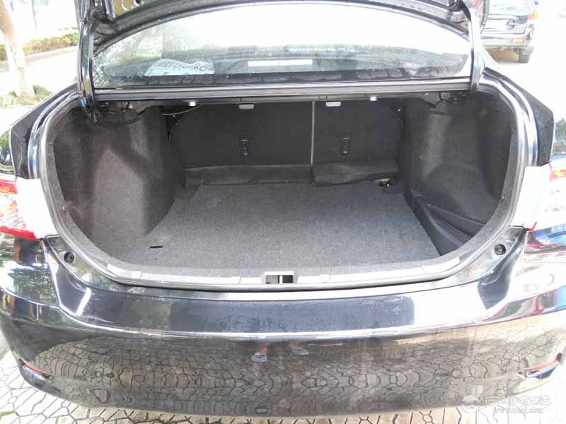 丰田卡罗拉黑色后备箱66090625.jpg
