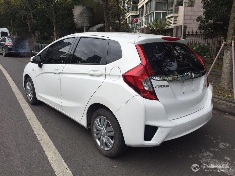 出售本田飞度新款1.5自动gk5 白色