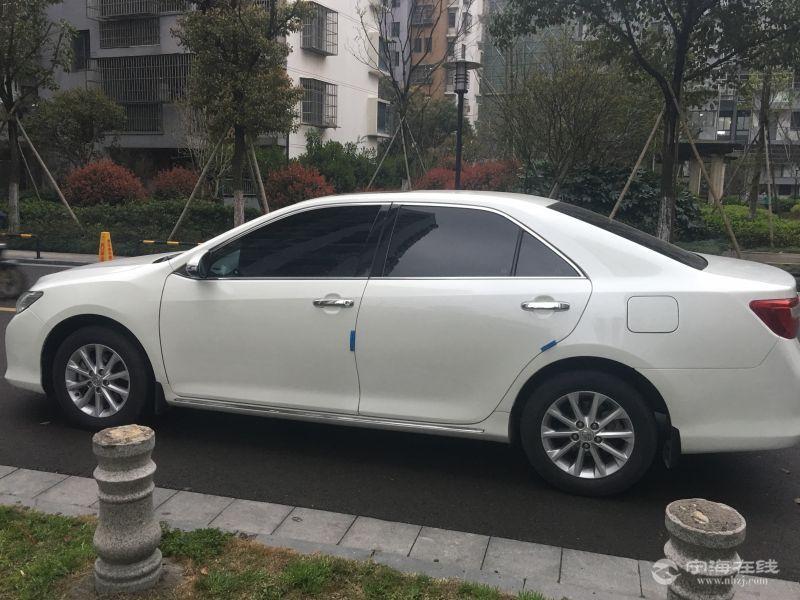 丰田凯美瑞2.0g新款顶配 珍珠白 13.5万