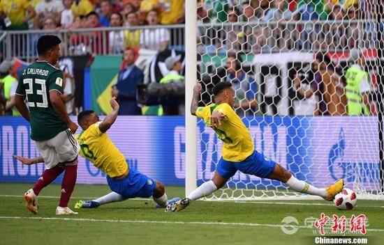 内马尔菲尔米诺破门 巴西2:0胜墨西哥晋级八强3.jpg
